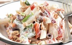 Σαλάτα με ζυμαρικά, γιαούρτι και τόνο Greek Dishes, Salad Bar, Pasta Salad, Potato Salad, Cake Recipes, Brunch, Healthy Recipes, Healthy Food, Vegan