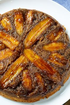 Peanut Butter-Banana Upside Down Cake has lots of sliced bananas which get wonderfully caramelized during baking thanks to a mixture of dark brown sugar and butter. Peanut butter and banana lovers will adore this unique take on Pineapple Upside Down Cake. Cranberry Upside Down Cake, Banana Upside Down Cake, Pineapple Upside Down Cake, Pear And Almond Cake, Almond Cakes, Best Chicken Marinade, Pear Recipes, Banana Recipes, Dessert Recipes