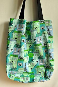 Paříž+v+zelenomodré+Taška,+kterou+si+snadno+složíte+třeba+do+kabelky,+se+vzorem+Paříže,+koček.+Uvnitř+černé+plátno.+Magnetické+zapínání.+Šířka+tašky+40+cm,+výška+40+cm,+šířka+dna+11+cm,+délka+uší+74+cm.