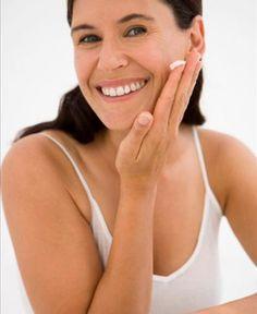 Filtro solar, limpeza de pele e peelings são indicações de dermatologistas