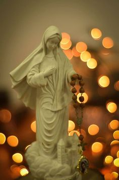 Santo Rosario!! Holly Pictures, Prayer Images, Love You Gif, Jesus Christ Images, Queen Of Heaven, Mama Mary, Holy Rosary, Immaculate Conception, Mary And Jesus