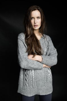 Carolyn Donnelly The Edit knitted jumper with round-neck and metallic detail Simply Beautiful, Beautiful Women, Jumper, What To Wear, Hot Girls, Metallic, Women Wear, Dressing, Detail