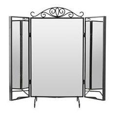 IKEA - KARMSUND, Tischspiegel, , An den Haken auf der Rückseite der seitlichen Spiegel lassen sich Ketten, Armbänder und anderer Schmuck geordnet und übersichtlich aufhängen.Dank der ausschwingenden Spiegeltüren kann man sich von allen Seiten sehen.Der Stil des Spiegels kann variiert werden - je nachdem, ob man den Aufsatz benutzt oder nicht.Der Spiegel kann auf den Tisch oder auf eine Kommode gestellt oder an die Wand gehängt werden.Für Badezimmer getestet und geeignet - formschön und…