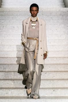 Jun 2019 - The complete Max Mara Resort 2020 fashion show now on Vogue Runway. Dope Fashion, Fashion Week, Fashion 2020, Runway Fashion, Womens Fashion, Fashion Trends, Curvy Fashion, Street Fashion, Petite Fashion