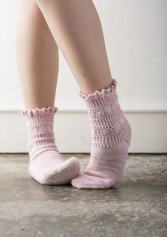 Ravelry: Renesmee Socks pattern by Rachel Coopey Thread Crochet, Knit Or Crochet, Lace Knitting, Knitting Socks, Knitting Patterns, Knit Socks, Men In Heels, Socks And Heels, My Socks