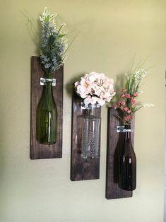 Wine Bottle Wall Vase, sets of home decor, rustic Weinflasche Wandvase, Sätze von Wohnkultur, rustikal Valentine's Day Gift Ideas for Someone Special Wine Bottle Wall, Diy Bottle, Wine Bottle Crafts, Jar Crafts, Bottle Art, Home Crafts, Diy Home Decor, Felt Crafts, Etsy Crafts