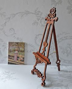 Victorian painters easel made by Reina Mab Miniaturas