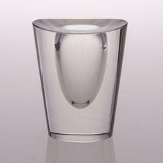 A vase signed Tapio Wirkkala, Iittala - Bukowskis Glass Design, Design Art, Interior Design, Clear Glass, Glass Art, Vintage Vases, Modern Glass, Accent Pieces, Scandinavian Design