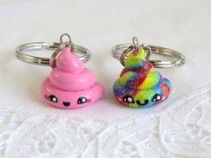 ♥ Süße handgemachte Einhorn/Rainbow und Rosa Hütte Charms aus Fimo, hergestellt für dumme besten Freunde oder nur für Sie! ♥, die diese Reize mit Glasur für Schutz und Glanz überzogen sind! ♥ hat man die Wahl zwischen 2 Schlüsselanhänger oder 2 Ketten! ♥ Größe: etwa - 1 inch(h) X 1 Zoll (b) jede. ♥ kommen die Reize in einem niedlichen Organza-Beutel, der ist perfekt für Geschenke! ♥ Mailing direkt an einen Freund oder geliebten Menschen? Ich werde mehr als glücklich, eine Notiz von...