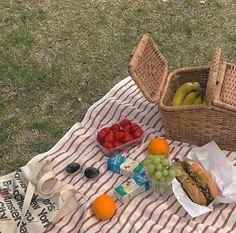 Cute Food, I Love Food, Good Food, Picnic Date, Summer Picnic, Sport Motivation, Oui Oui, Aesthetic Food, Food Porn