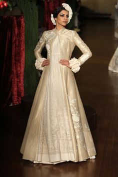 Enchanted by South Asia — fashionalistick: ROHIT BAL 2015 collection . Indian Fashion Dresses, Indian Designer Outfits, Indian Outfits, Designer Dresses, India Fashion, Fashion Fashion, Fashion Weeks, London Fashion, Rohit Bal
