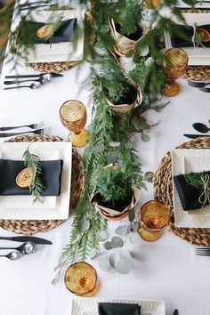 A scandinavian christmas tablescape with natural elements – Green Wheel Red And Gold Christmas Tree, Merry Christmas, Natural Christmas, Felt Christmas Ornaments, Christmas Crafts, Cosy Christmas, Christmas Brunch, Christmas Table Settings, Christmas Tablescapes