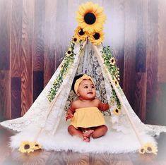 Baby sunflower photo - Baby sunflower photo Source by samalvarado - Sunflower Birthday Parties, Sunflower Party, Sunflower Nursery, Sunflower Baby Showers, 1st Birthday Photoshoot, Baby Birthday, Birthday Quotes, Birthday Ideas, Birthday Gifts