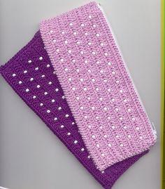 Cartucheras (pack promocional x 2) Crochet Wallet, Crochet Phone Cases, Crochet Pouch, Crochet Purses, Cute Crochet, Beautiful Crochet, Crochet Pencil Case, Crochet Mobile, Crochet Purse Patterns