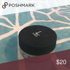 It Cosmetics Bye Bye pores translucent powder Only used handful of times. 85 % product left. it cosmetics Makeup Face Powder