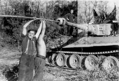 Early production heavy tank Tiger I of the Schwere Panzer Abteilung 502, tank number 314 (3rd Company, 1st Platoon, 4th vehicle)