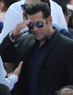 Salman's weird body language, his awkward movements, his sappy dialogues, carefree attitude, his drab dressing sense, funnily enough have all become a style statement and public love him for this. For exclusive pictures click http://momoviez.com/