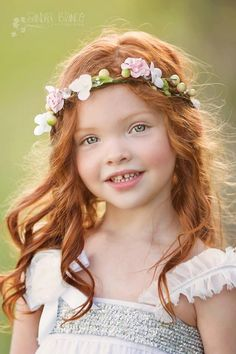 Artikel ähnlich wie The Four Hens Floral Halo auf Etsy - Blumenkranz Haare Beautiful Red Hair, Beautiful Redhead, Beautiful Eyes, Precious Children, Beautiful Children, Beautiful Babies, Jolie Photo, Children Photography, Little Girl Photography
