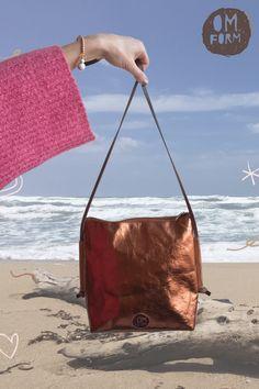 Udržitelné kabelka z pratelného papíru, rozměr 24 x 23 x 5 cm, obdélníkové dno. Mantra zdraví a síly uvnitř! Pratelný papír, veganská kůže, ekologický materiál, rozloží se v půdě Prát do 30° Nosit a ošetřovat s láskou Čistit namokřeným hadříkem, s trochou mýdla