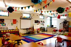 Clutter-Free Classroom has FREE tips & ideas to help teachers improve classroom organization & management.Enjoy teaching with less mess & less stress. Classroom Decor Primary, Classroom Organisation, New Classroom, Classroom Setting, Classroom Design, Classroom Management, Classroom Rugs, Classroom Ideas, Classroom Ceiling Decorations