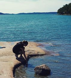Warm or cold? I don't remember so warm sea water in Finland during my lifetime. Even I went to swim!  #sea #warmseawater #holiday #summer #travel #travelling #finland #suomi #åland #ålandnature #ålandislands #aland #balticsea #bomarsund #nature #finnishnature #beautifulview #rocks #seaview #me #testingtemperature