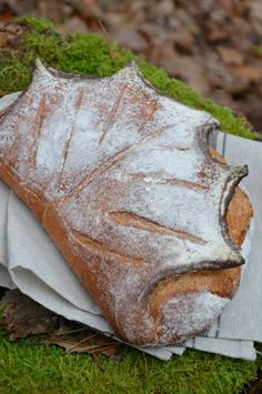The country girl: reinvented Bread Shaping, Bread Art, Leaf Shapes, Creative Food, Food Art, Bakery, Rolls, Homemade, Recipes
