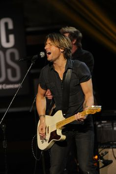 Keith Urban - Music Builds : CMT Disater Relief Concert in Nashville