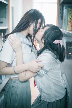 Lesbian Hot, Cute Lesbian Couples, I Love Girls, Cute Girls, Cosplay, Hot Japanese Girls, Pose Reference Photo, Cute Poses, Beautiful Girl Image