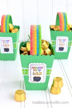 """Patrick's Day snack crafts for kids!, """"find your pot of gold!"""" A cute and delicious snack for kids during a St. Patrick's Day Snack Crafts for Kids - Southern Made Simple St. Patrick's Day Diy, Diy Projects For Kids, Diy Crafts For Kids, Craft Projects, Simple Crafts, Kids Diy, Project Ideas, Holiday Crafts, Holiday Fun"""