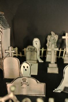 Le blog de Gabrielle Aznar: Le cimetière en papier ♦ DIY Papier Diy, Diy Paper, Halloween Diy, Cemetery, Scene, Blog, Decor, Decoration, Blogging
