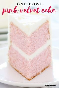 I love pretty delish cakes! This Pink velvet cake is so smooth and moist and petty simple too. Give in to this sweet craving and bake up something amazing! recipes easy One Bowl Pink Velvet Cake - i am baker Easy Vanilla Cake Recipe, Chocolate Cake Recipe Easy, Chocolate Recipes, Köstliche Desserts, Delicious Desserts, Dessert Recipes, Pink Velvet Cakes, Pink Cakes, Delish Cakes