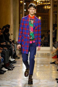4426035d390c See the complete Versace Fall 2018 Menswear collection. Mens Fashion 2018, Autumn  Fashion 2018