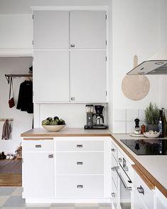 modern retro home decor Apartment Interior Design, Home Interior, Interior Design Living Room, Interior Livingroom, Modern Interior, Bedroom Vintage, Vintage Modern, Modern Retro, Scandinavian Kitchen Tiles