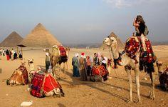 El Cairo es un lugar mágico y todo tipo de turista puede crear recuerdos inolvidables aquí. Con sus pirámides, museos, bazares y el río Nilo, El Cairo es una ciudad intensa para todos los viajeros.