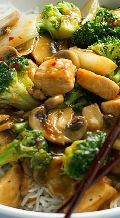 Quick and easy 30 minute recipe for ginger chicken stir-fry with broccoli. This is a light, balanced meal to serve any day of the week. Loaded with veggies! Easy Chinese Recipes, Asian Recipes, Healthy Recipes, Broccoli Recipes, Chicken Recipes, Broccoli Chicken, Chicken Noodles, Meatball Recipes, Ginger Chicken