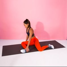 These simple hip stretches will help ease tightness and discomfort. Add a few of them to your daily routine to stretch your hips and start feeling better now. Best Stretching Exercises, Daily Stretching Routine, Daily Stretches, Hip Flexor Exercises, Stretch Routine, Dynamic Stretching, Hip Stretches, Daily Routines, Coaching