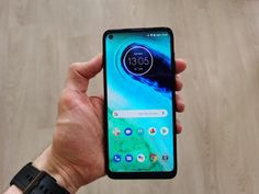 The Motorola sits more or less square in the middle of the series, offering more features than the Play but fewer than the Plus or Power. Best Android Phone, Best Phone, Moto G8, Macro Camera, Latest Smartphones, Color Copies, Smartphone News, Cool Phone Cases, Tech Logos