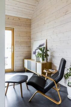 Realise a healthy and ecological Scandinavian style house with solid wood. Get inspired by contemporary designs and plan your dream home! Log Home Interiors, Wood Interiors, Interior Walls, Interior Design, Open Living Area, Scandinavian Home, Log Homes, Contemporary Design, House Design