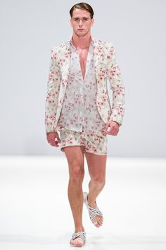 A model walks the runway at the Ong Oaj Pairam show during London Fashion Week Spring Summer 2015 at Fashion Scout Venue on September 2014 in London, England. Men Fashion Show, High Fashion, Mens Fashion, London Fashion, European Fashion, European Style, Ss 15, Spring Summer 2015, Editorial Fashion