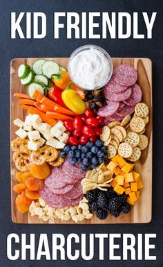 Kid friendly charcuterie board perfect for family entertaining. Kid friendly charcuterie board perfect for family entertaining. Kinder Party Snacks, Snacks Für Party, Appetizers For Party, Appetizer Recipes, Picnic Recipes, Picnic Ideas, Picnic Foods, Kid Party Foods, Charcuterie And Cheese Board