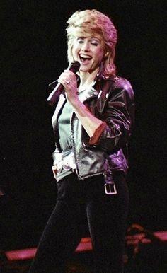 Olivia Newton John Grease, Olivia Newton Jones, Victoria Justice, Famous People, Concert, Muse, Nostalgia, Album, Beauty