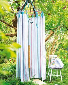 Gartendusche Duschvorhang aus Wachstuch plus Hula-Hoop-Reifen: Fertig ist die Freiluftkabine