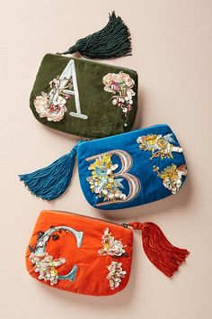 A pretty monogram pouch, because nothing says classic and thought-through than monograms, amirite? Ein hübscher Monogrammbeutel, denn nichts sagt Klassik und Durchdachtes als Monogramme, Amirite? Embroidery Bags, Beaded Embroidery, Gifts For Boss, Gifts For Her, Fabric Bags, Womens Purses, Handmade Bags, Clutch Purse, Cute Gifts