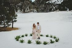 Let it snow   Wedding planner: @bodasredondas  Foto & Video: @weddingsart  Flores: @molist_floristes Vestido: @immaclenovias  Mesa de dulces: @santadulzura07 @la_duquesa_cupcake  Hair & make up: @miriamlanzasmakeup  Papelería: @la_pajarita_pajara  Localización: @valldenuria  Material: @capri_renting4events  Modelos: @alexiacontrerasss & @izan281998 de @piubellamodels . . . . . . #winterwedding #styledshoot #weddingphotographer #weddingeditorial #valldenuria #fotografodebodas…