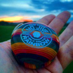 21 отметок «Нравится», 8 комментариев — oscar chuntonov (@oscar_chuntonov) в Instagram: «#tomkuhnyoyos #fixedaxel #todaysthrow #nojive #rainbow»