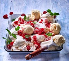 This gorgeous smashed raspberry pavlova is the perfect way to end a great meal. South African Recipes, Ethnic Recipes, Raspberry Pavlova, Pavlova Recipe, Eton Mess, Sweet Pie, Gluten Free Baking, Nom Nom, Sweet Tooth