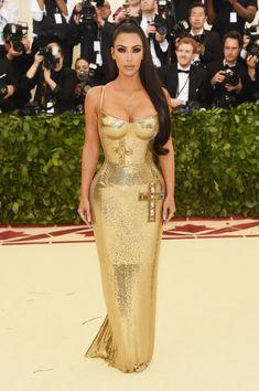 Yes, Minus the Crosses. Kim Kardashian In Atelier Versace At The Met Gala - The Most Daring Red Carpet Dresses of 2018 - Photos Elegant Prom Dresses, Gala Dresses, Red Carpet Dresses, Modest Dresses, Nice Dresses, Estilo Kardashian, Kardashian Style, Kardashian Braids, Kardashian Wedding