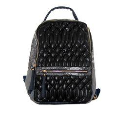 Γυναικεία τσάντα πλάτης κατασκευασμένη από τεχνόδερμα σε μαύρο χρώμαΚλείσιμο με φερμουάρΡυθμιζόμενα λουριά πλάτηςΕξωτερικά μπροστά τσέπη με φερμουάρΕσωτερικά τσέπη με φερμουάρΕσωτερικά θήκη κινητού τηλεφώνουΥφασμάτινη φόδραΜ 30 Χ Υ 40 cmΙταλική προέλευση