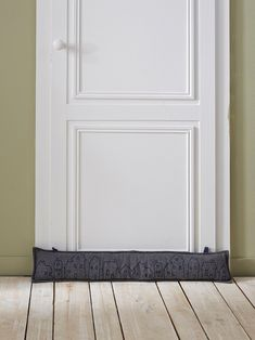 Barrière anti-froid efficace et décorative. Boudin de porte en feutrine avec…