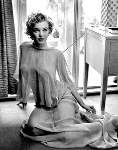 Estilo Marilyn Monroe, Marilyn Monroe Photos, Classic Hollywood, Old Hollywood, Blond, Pose Reference Photo, Foto Art, Norma Jeane, Sad Girl